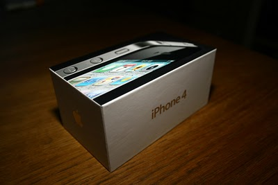 iPhone 4 8GB Version Coming to Stores, Of Course for a Cheaper Price!
