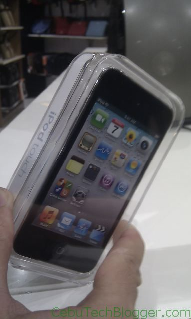 iPod Touch 4G Now at iStore Cebu